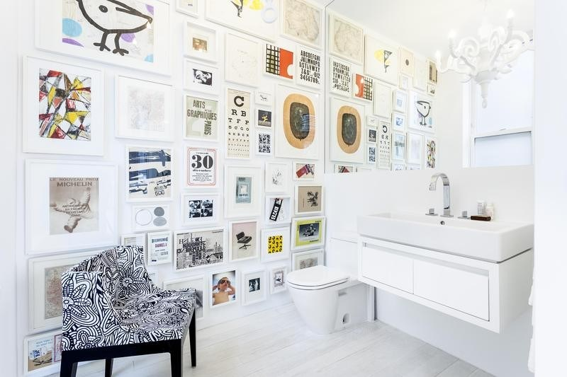 expansive gallery wall small bathroom