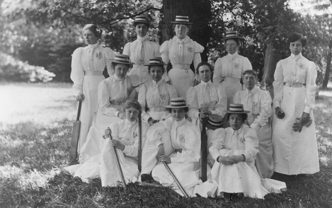 women cricket players 1875